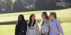 عبارات تهنئة بالنجاح للطالبات أجمل العبارات للتّهنئة بتفوّق الطّالبات