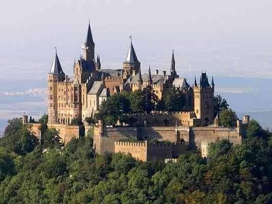 Hohenzollern Castle  المناطق السياحية القريبة من شتوتغارت Stuttgart