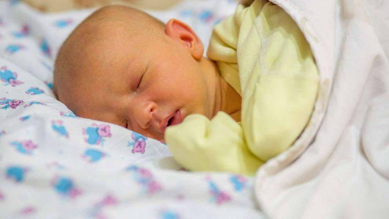اعراض مرض الكبد عند الرضع علامات تحذيرية تشير إلى ضرورة زيارة الطبيب