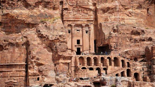 عدد المواقع الأثرية في الأردن