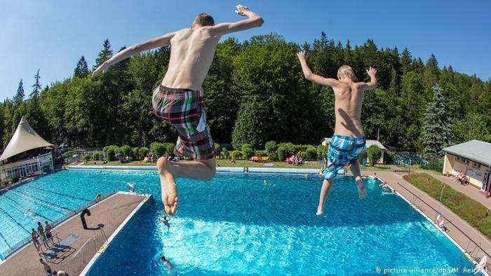 علاج حساسية المسبح تعرف علي حساسية حكة السباح وطفح الكلور