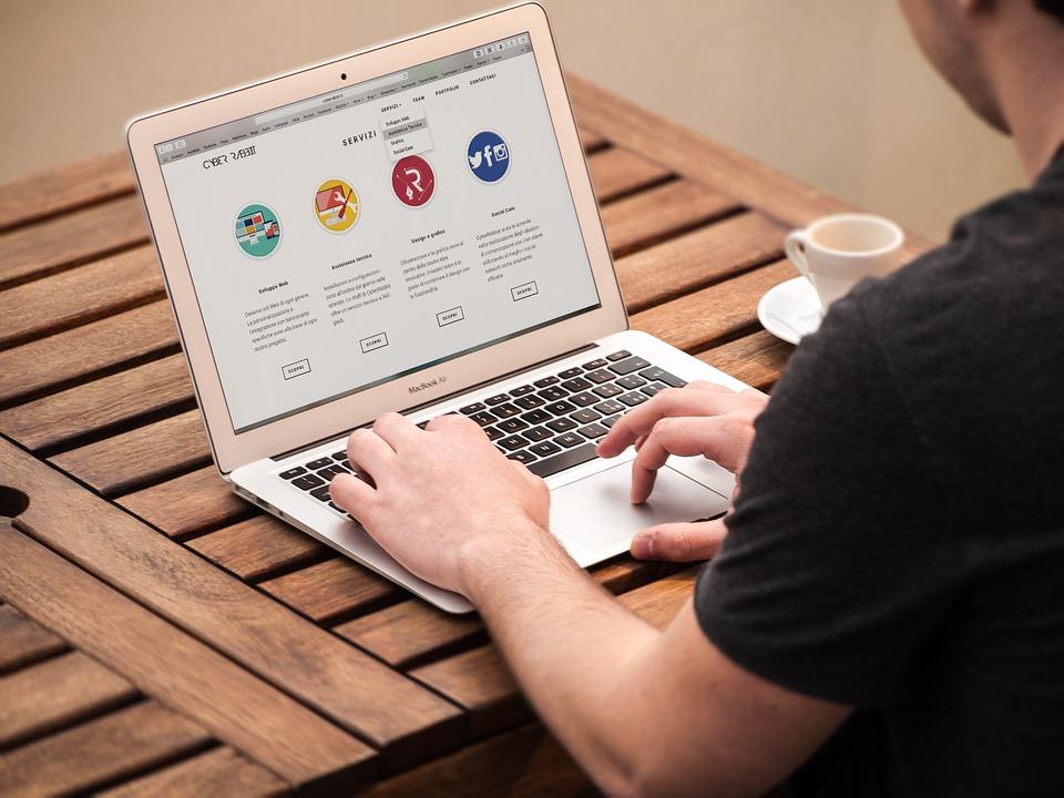 كيفية تصميم موقع الكتروني بدون تعلم البرمجة