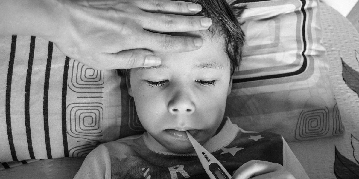 متى يكون ارتفاع درجة الحرارة خطيرا عند الأطفال؟