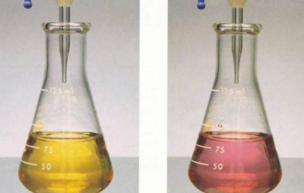 مواد يتغير لونها عند وجود الحمض أو القاعدة
