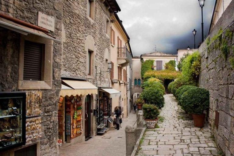 """الاماكن السياحية في سان مارينو .. """" المدينة القديمة Old Town of San Marino """" .."""