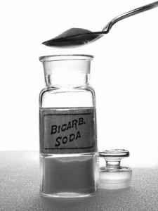 بيكربونات الصوديوم لتنظيف الكنب  استخدامات بيكربونات الصوديوم في التنظيف
