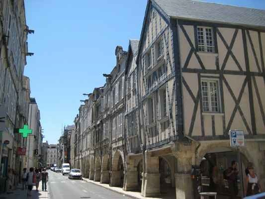 """""""المتاحف""""..واحدة من أفضل الاماكن السياحية في لاروشيل فرنسا.."""
