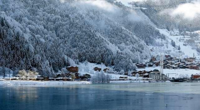 بحيرة أزنجول