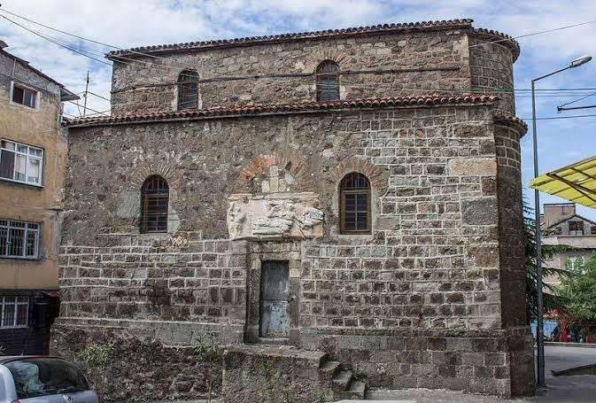 كنيسة سانت آن .. طرابزون تركيا فى الشتاء