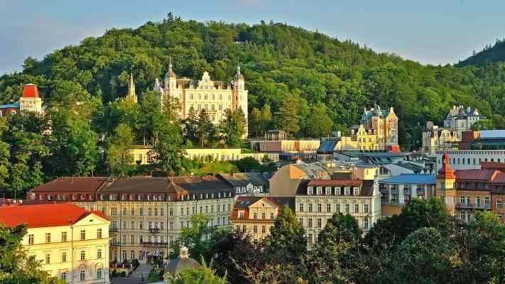 Karlovy Vary كارلوفي فاري  المناطق السياحية القريبة من براغ prague