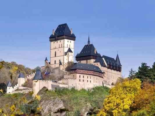 قلعة Karlstejn  المناطق السياحية القريبة من براغ prague