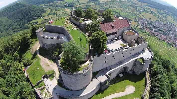 Hohenneuffen castle  المناطق السياحية القريبة من شتوتغارت Stuttgart