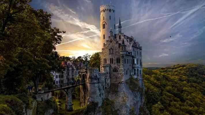 Lichtenstein castle  المناطق السياحية القريبة من شتوتغارت Stuttgart
