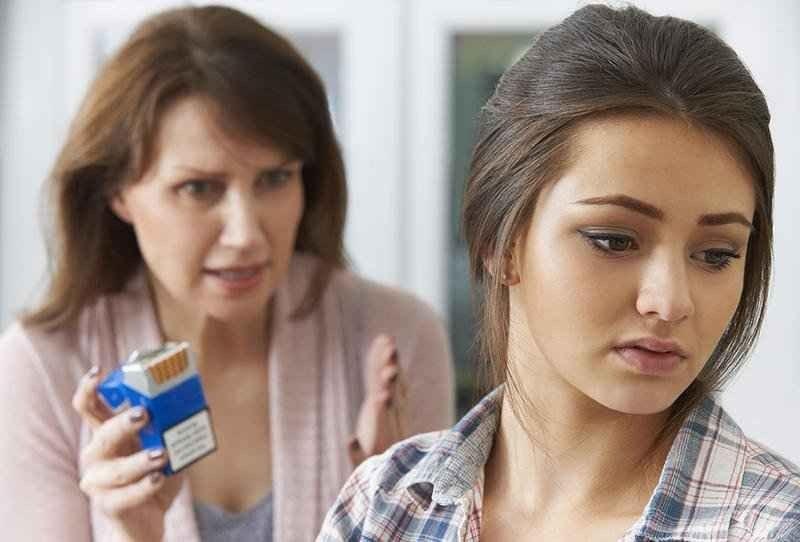 كيف تتعامل مع المراهق المدخن ؟ تعرف علي أليات التعامل مع المراهق المدخن وطرق العلاج