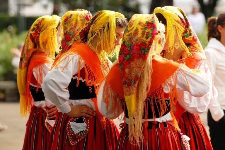 عادات وتقاليد البرتغال  عادات وتقاليد يشتهر بها الشعب البرتغالى