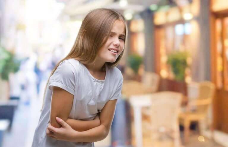 أعراض عسر الهضم عند الأطفال  بعض العلاجات المنزلية لعسر الهضم