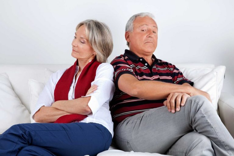 كيفية التعامل مع الزوج الذي لا يعترف بخطأه .. طرق التعامل مع الرجل العنيد