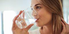 فوائد شرب الماء على الريق صباحا